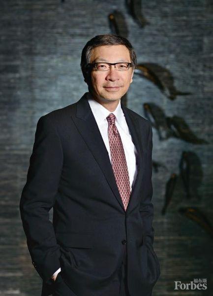 """吕耀东用""""挑战无处不在""""形容过去10年的经历。(图片来源于福布斯中文版)"""
