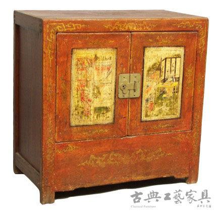 图9 18世纪蒙古松木二门小柜