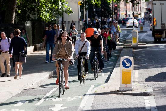 伦敦推行自行车租赁项目,3年以来有18万人注册参与。自行车绿色出行成为伦敦公交之外的一个重要补充。(图片来源:European Cyclists' Federation)