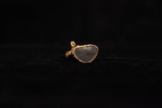 图8 清铜鎏金度母像底部