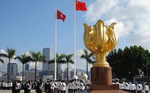 香港不仅是中国的香港,香港还是国际的香港;香港人不仅是香港人,香港人还是国际人。