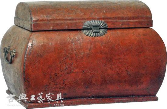 图5 明早期 朱漆官皮箱