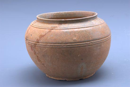 图7 南朝青瓷罐