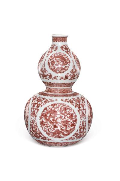 清乾隆 釉里红团龙纹葫芦瓶 1610万元成交