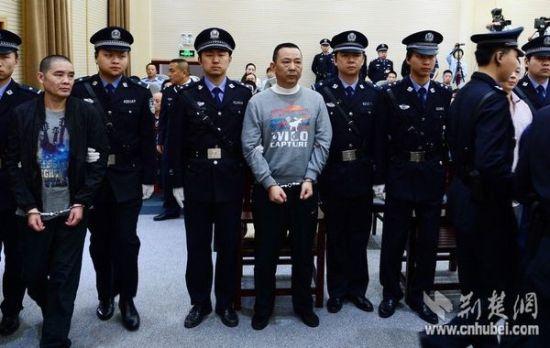 问问村民:刘汉的死说明了什么?