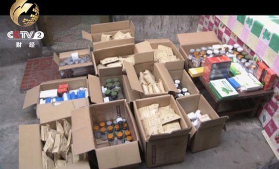 小院里13个纸箱装的全是药,而这只是王大妈收到的所有药品中的一半多