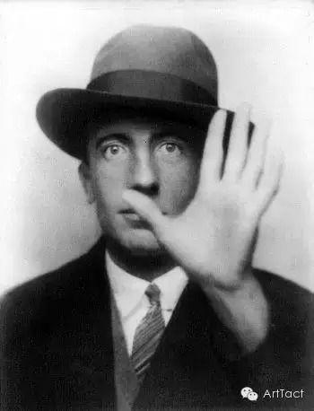 保尔·艾吕雅,法国诗人 达达运动和超现实主义运动的重要人物