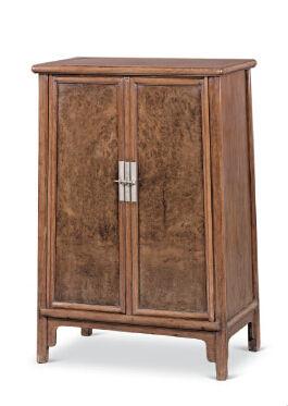 黄花梨瘿木圆角木轴门柜