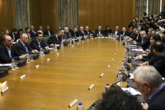 希腊表示愿意妥协以获得援助 默克尔警告时间紧迫