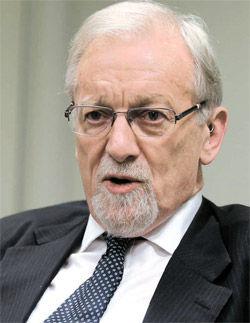国际核不扩散和裁军委员会联职主席加雷斯-埃文斯