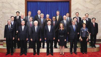 昨日,國傢主席習近平在北京人民大會堂會見出席第七輪中美工商領袖和前高官對話的美方代表。新華社記者 黃敬文 攝
