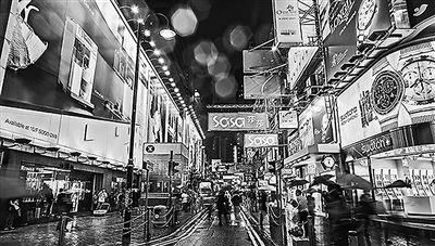 曾經店鋪林立、人潮洶湧的香港街景。(資料照片)