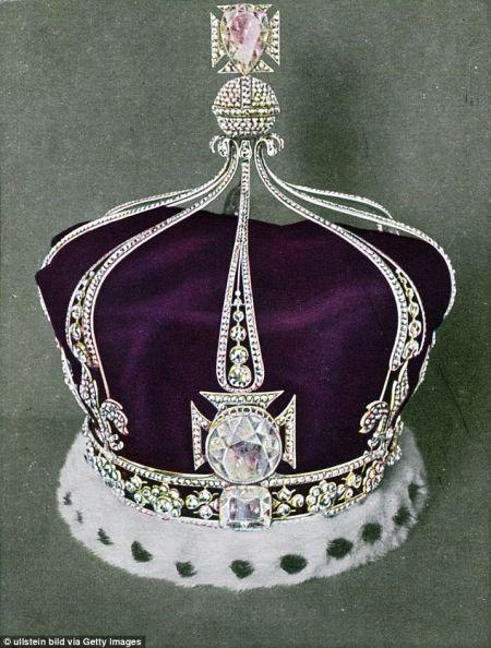 """伊丽莎白王太后冠上的""""光之地脊"""""""