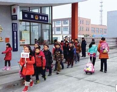济南中小学错时上下学开始调研 涉及家长接送等7问题