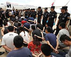台湾电信诈骗嫌犯集体遣回大陆