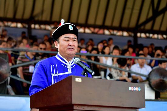 呼和浩特市委副书记、市长李杰翔致辞