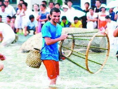 每年大闸蟹节期间的罩鱼比赛都非常吸引游客。