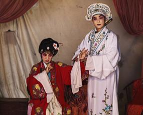 戏剧班子重走江湖 变革时代的挣扎