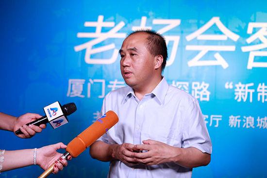 周华松接受媒体采访
