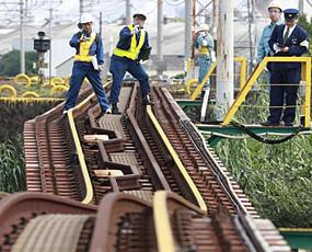 日本造再曝事故:高铁漏水铁道弯