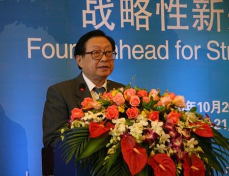 全国人大常委会副委员长华建敏先生发表主旨演讲