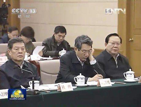 29日,温家宝曾到国家发改委调研,刘铁男仍出现在镜头中。(资料图片)
