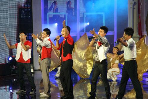 图文:席文、沈涛等共同表演《我的未来不是梦》