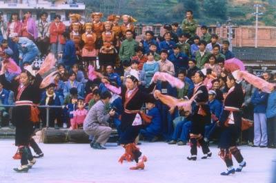 """柳州:风情""""四绝""""――瑶族的舞"""