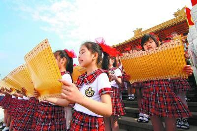 广西柳州:千名师生文庙前诵读经典(图)