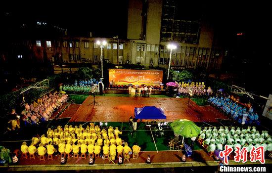 柳州人用雨声作伴奏将歌声献给党
