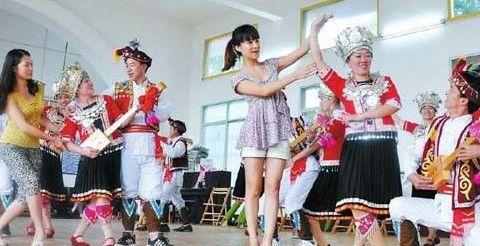 """柳州市群众艺术馆""""群文服务小分队""""进基层"""