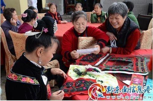 多彩贵州作品吸人眼球 上千民族民间工艺品参加角逐