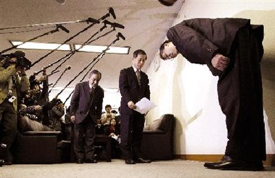 丰田总裁就召回门鞠躬道歉 召回车型未在华出售