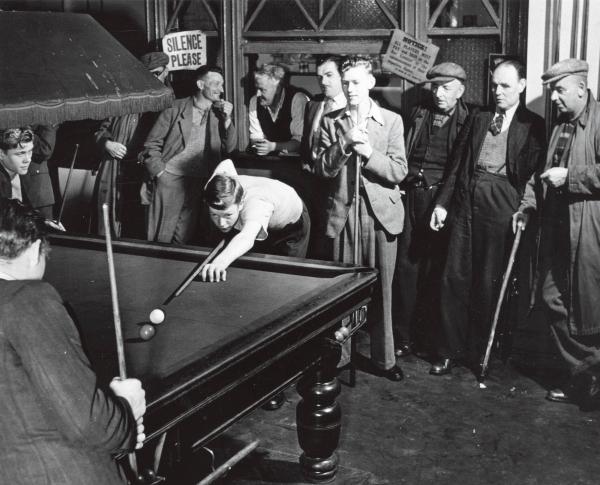 上世纪50年代,打台球的英国矿工