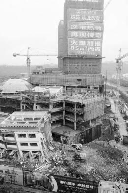 """绵阳市地方政府不仅存在为了留住万达投资而牺牲刚建成学校的嫌疑,而且土地出让过程""""先斩后奏"""" 新华社图"""