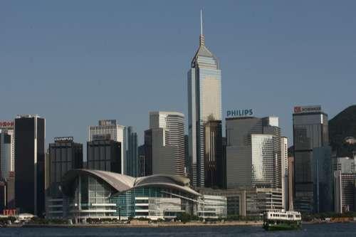 世界竞争力排名中国香港升至第一 与美国并列
