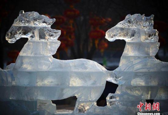 万马奔腾 大型冰雕落户乌鲁木齐红山公园