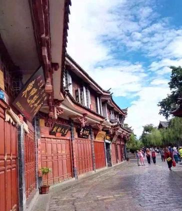 丽江古城商户称征维护费致经营惨淡