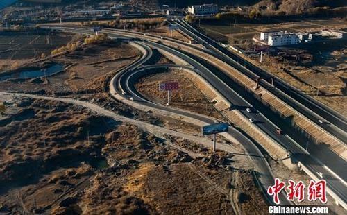 西藏公路多领域再延伸 打通雪域高原陆路交通网