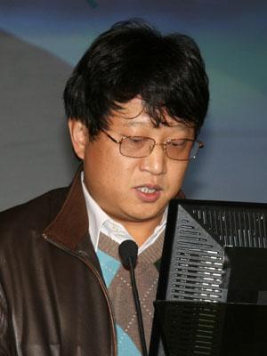 图文:新浪网总编辑陈彤先生做获奖企业点评