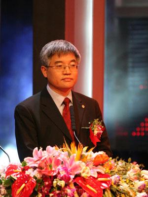 图文:张维迎获得最具影响力的25位企业领袖奖