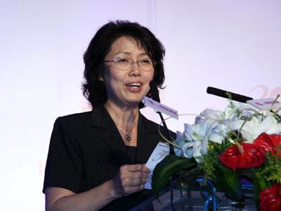 图文:中国妇女发展基金会常务副秘书长秦国英