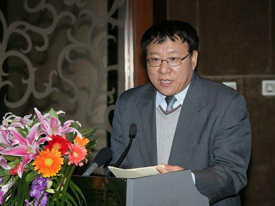 """""""第八届中国文化产业新年论坛""""于2011年1月8日-9日在北京召开。上图为中共中央宣传部出版局副局长刘建生。(资料图片)"""