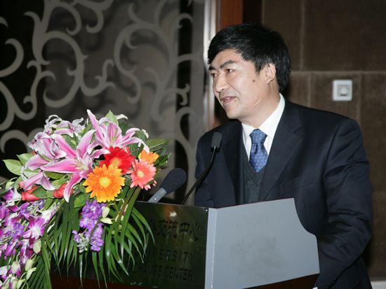 """""""第八届中国文化产业新年论坛""""于2011年1月8日-9日在北京召开。上图为人民大学出版社总编辑周蔚华。(资料图片)"""