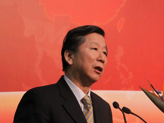 中国证监会主席尚福林作主题演讲