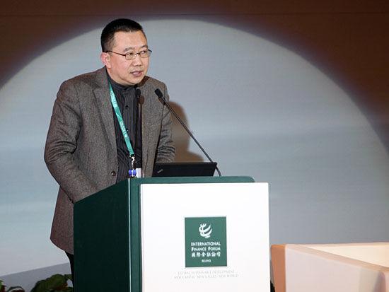 """""""国际金融论坛2011年全球年会""""于2011年11月8日-10日在北京召开。上图为《全球商业经典》总编辑何力。(图片来源:新浪财经 梁斌 摄)"""