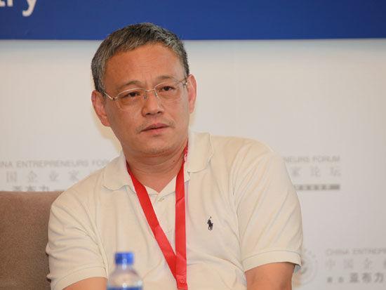 """""""2012亚布力中国企业家论坛夏季高峰会""""于2012年7月6日-8日在湖北武汉召开。上图为武汉当代科技集团董事长艾路明。(图片来源:新浪财经 梁斌 摄)"""