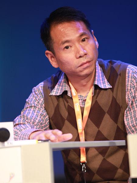 """""""2012中国技术商业领袖峰会""""于2012年11月16-17日在北京举行。上图为车音网创始人及董事长沈康麟。(图片来源:新浪财经 梁斌 摄)"""
