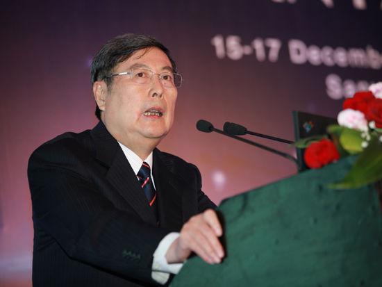 """""""三亚・财经国际论坛""""于2012年12月15日-17日在海南省三亚市召开举行。上图为中华全国工商业联合会名誉主席黄孟复。(图片来源:新浪财经 梁斌 摄)"""