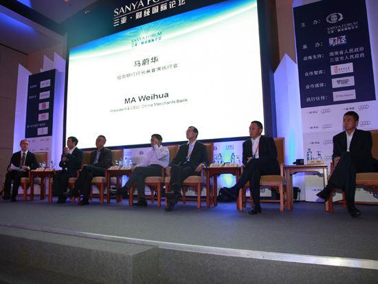 """""""三亚・财经国际论坛""""于2012年12月15日-17日在海南省三亚市召开举行。上图为分会三:金融开放与合作。(图片来源:新浪财经 梁斌 摄)"""
